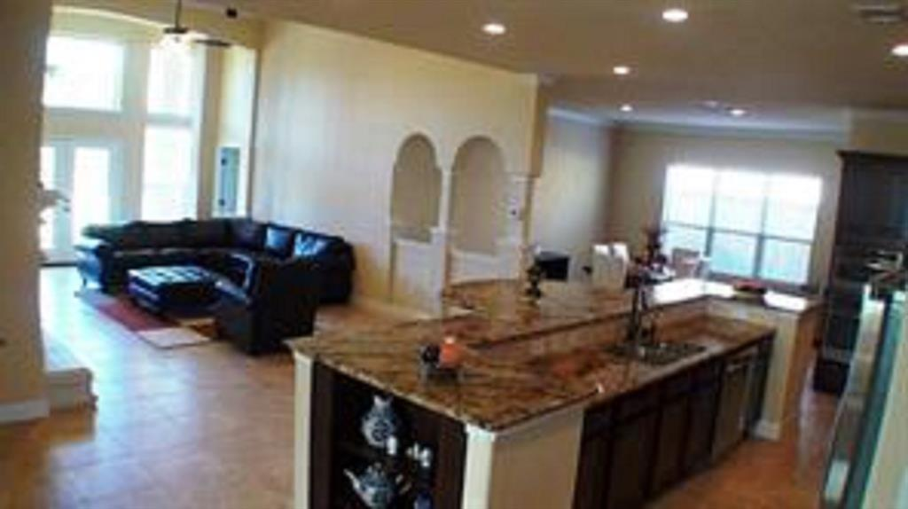 Active   43 Tioga  Place Tomball, TX 77375 12