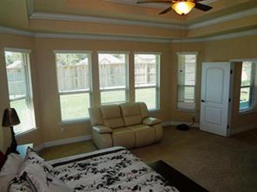 Active   43 Tioga  Place Tomball, TX 77375 21