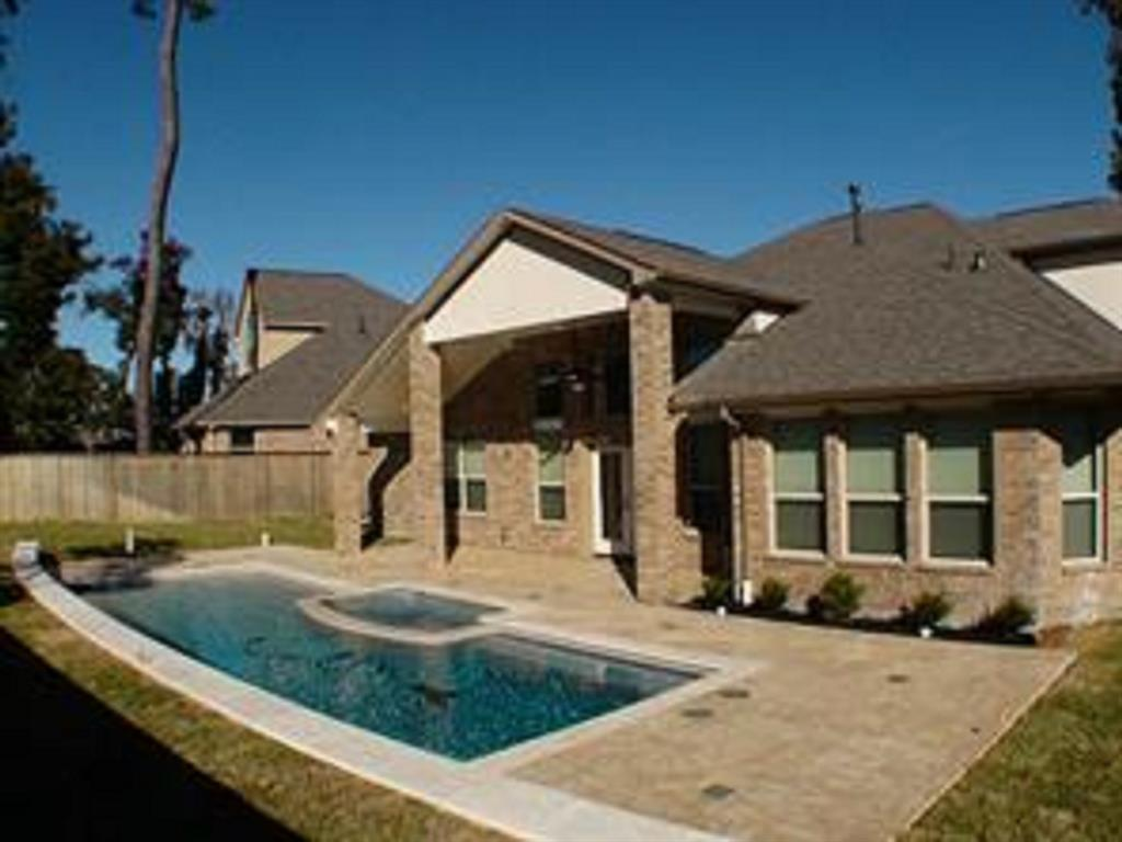 Active   43 Tioga  Place Tomball, TX 77375 28
