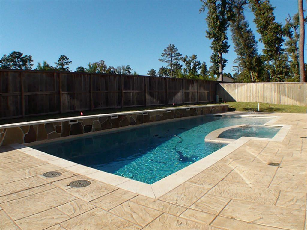 Active   43 Tioga  Place Tomball, TX 77375 29