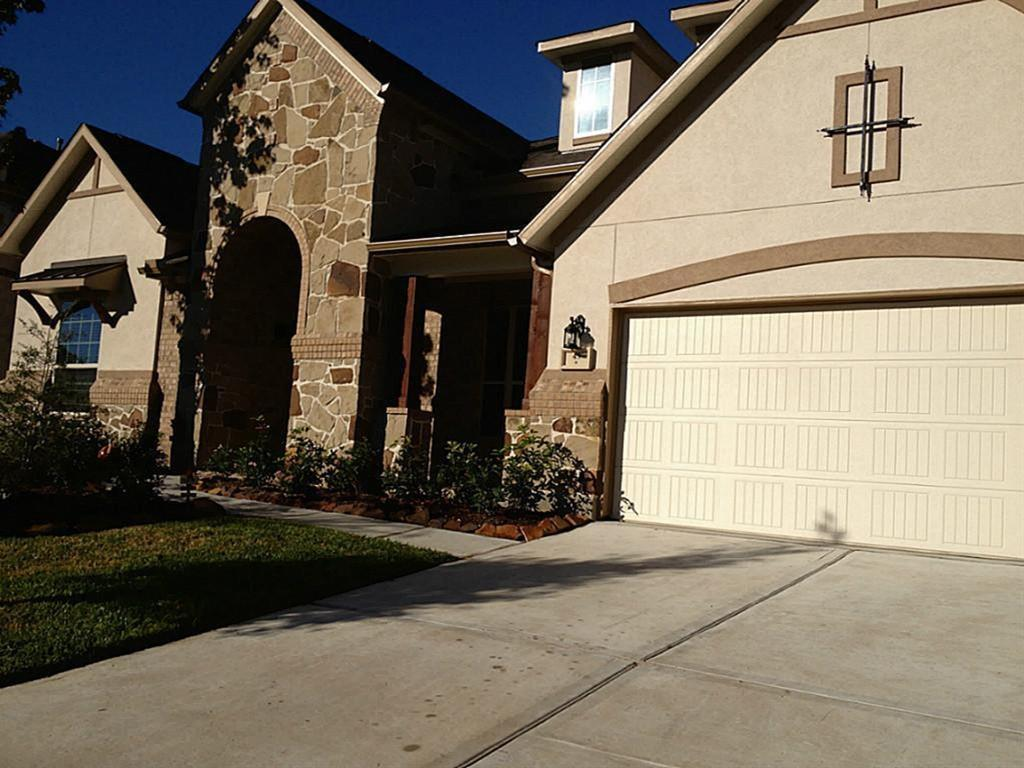 Active   43 Tioga  Place Tomball, TX 77375 3