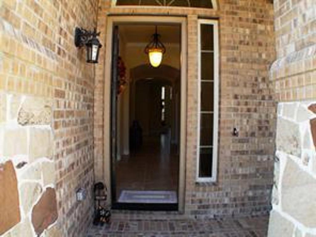 Active   43 Tioga  Place Tomball, TX 77375 5