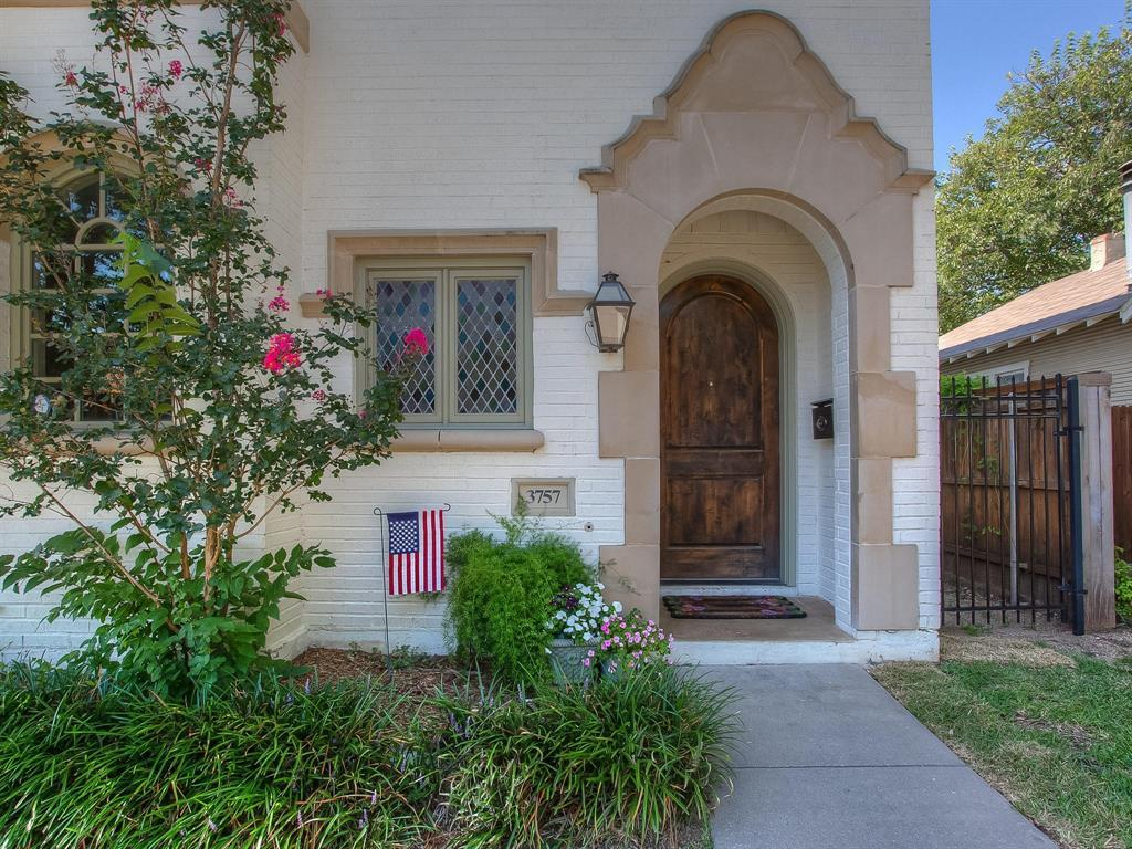 Active | 3757 W 5th  Street Fort Worth, TX 76107 3