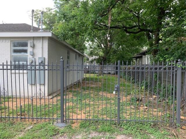 Pending | 2109 Thomas St  Street #B Houston, TX 77009 4