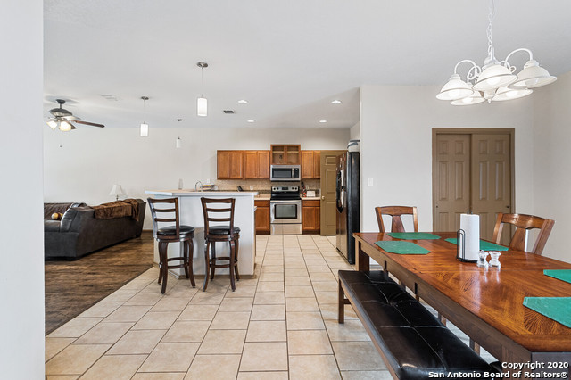 Active Option | 176 WHITEWING WAY Floresville, TX 78114 11