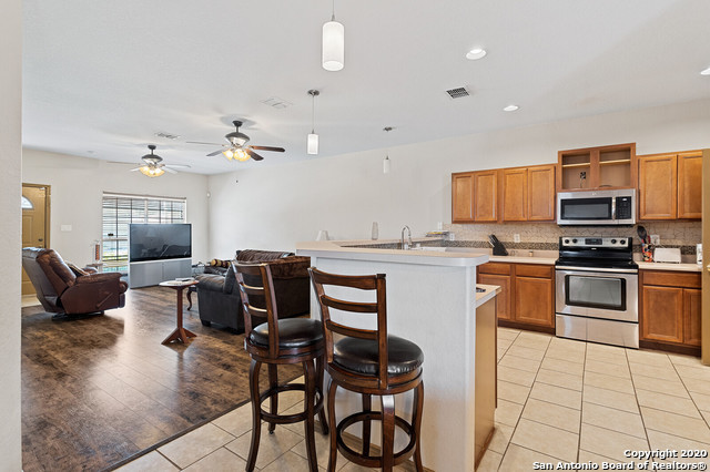 Active Option | 176 WHITEWING WAY Floresville, TX 78114 12
