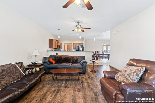 Active Option | 176 WHITEWING WAY Floresville, TX 78114 7