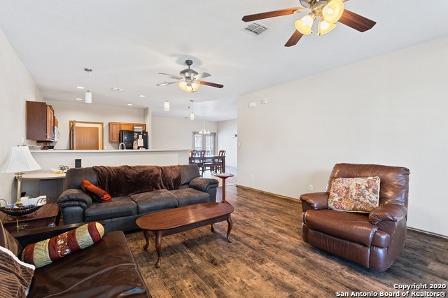Active Option | 176 WHITEWING WAY Floresville, TX 78114 8