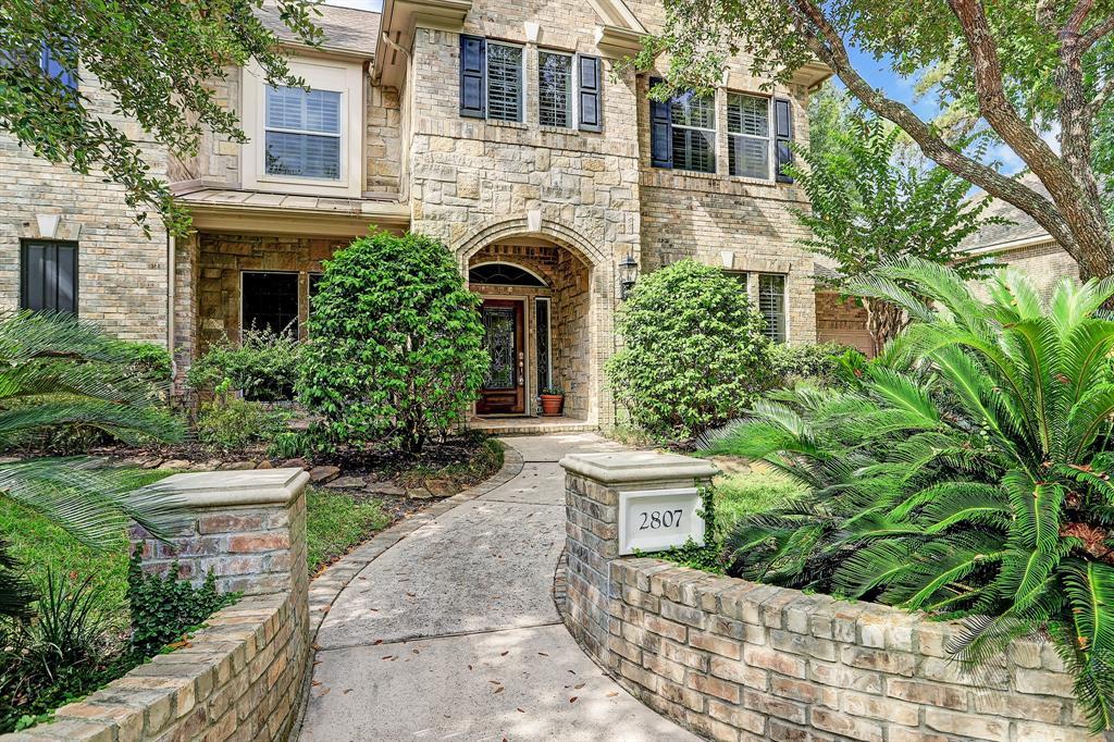 Active | 2807 Hazy Hillside Court Kingwood, Texas 77345 2