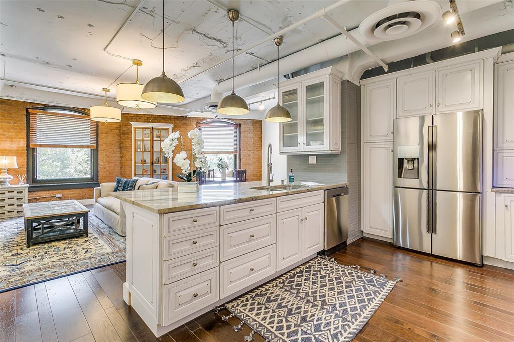 Sold Property | 910 Houston  Street #203 Fort Worth, TX 76102 2