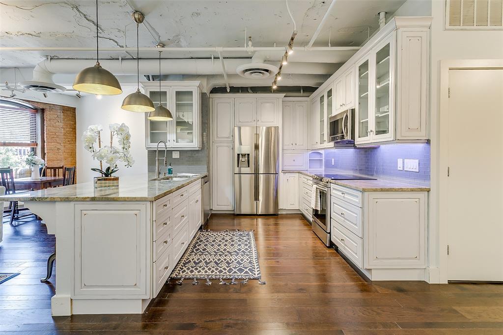 Sold Property | 910 Houston  Street #203 Fort Worth, TX 76102 3