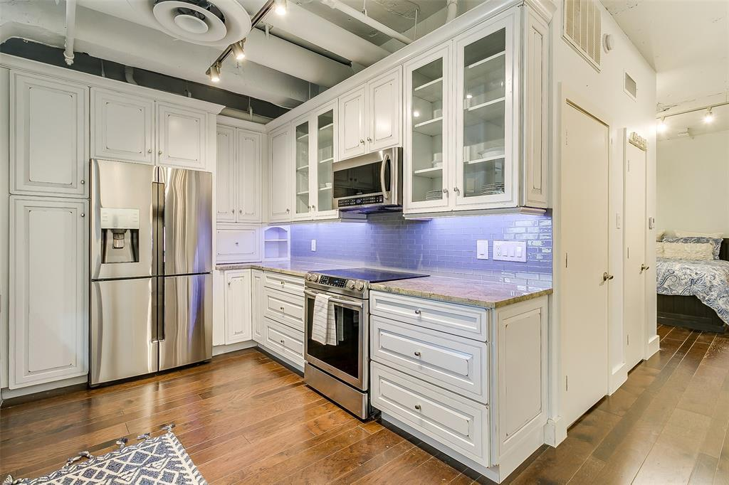 Sold Property | 910 Houston  Street #203 Fort Worth, TX 76102 4