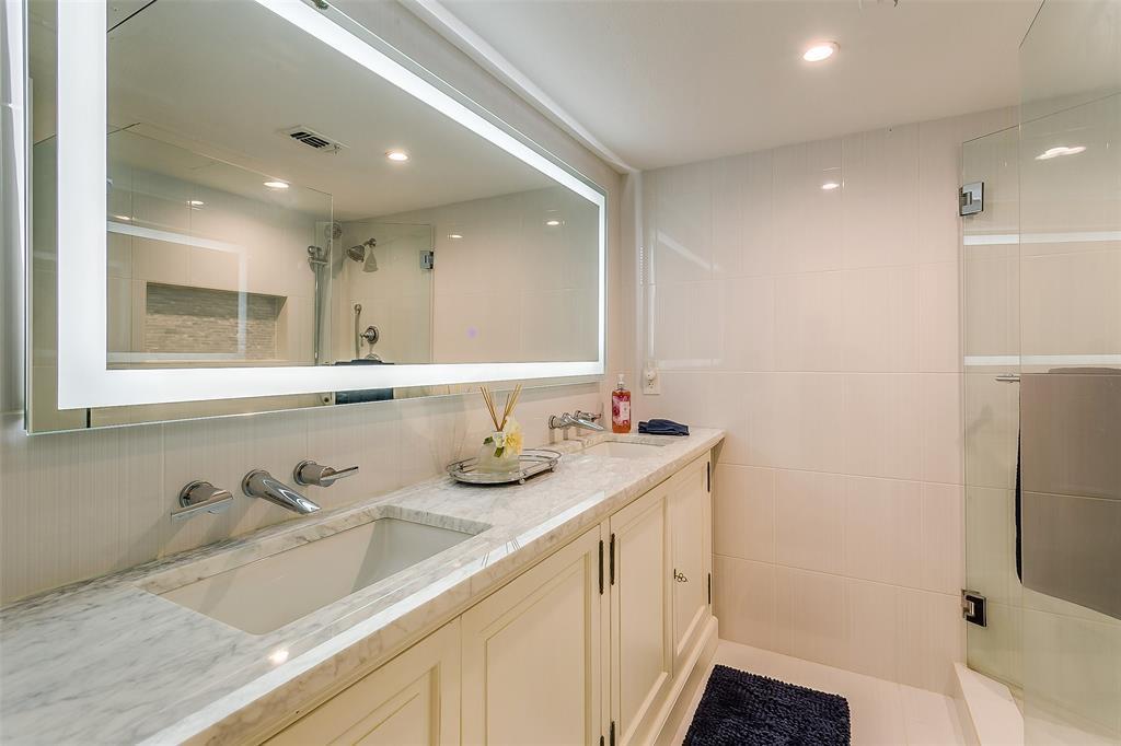Sold Property | 910 Houston  Street #203 Fort Worth, TX 76102 10