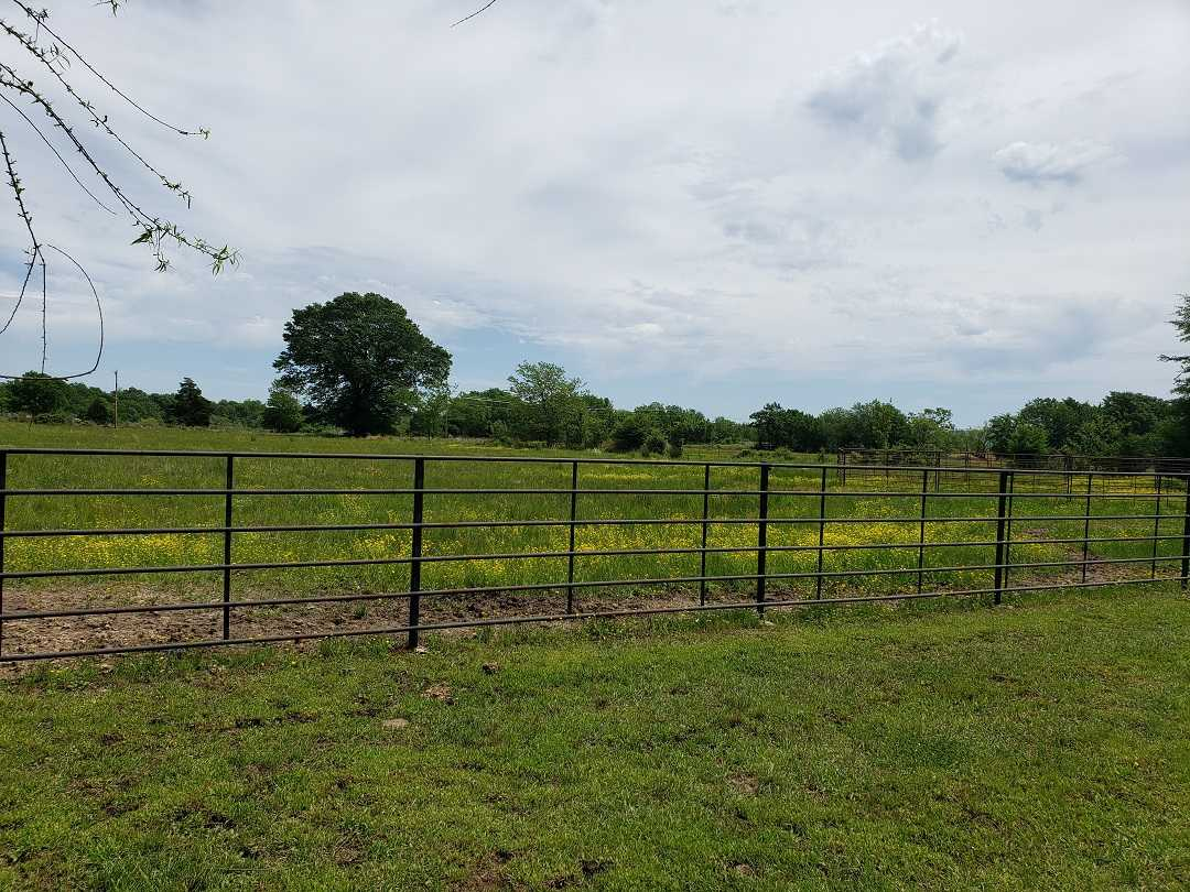 Active | HOME, SHOP AND 7.5 ACRES UP TO 490.5 ACRES Stigler, OK 74462 9