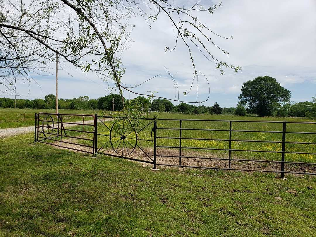 Active | HOME, SHOP AND 7.5 ACRES UP TO 490.5 ACRES Stigler, OK 74462 10