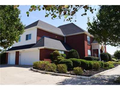 Sold Property | 5008 Wind Hill Court Fort Worth, Texas 76179 3