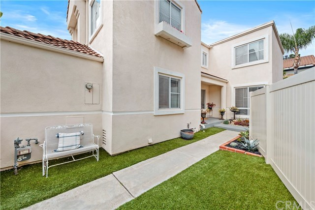 Closed | 87 Calle Sol   #15 San Clemente, CA 92672 4