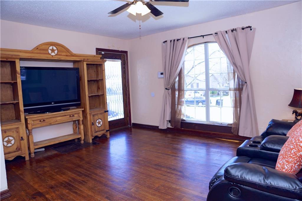 Sold Property | 4809 Fairfax Street Fort Worth, Texas 76116 3