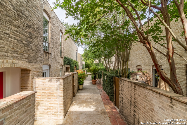 Active Option | 185 TERRELL RD   #301- C Alamo Heights, TX 78209 1