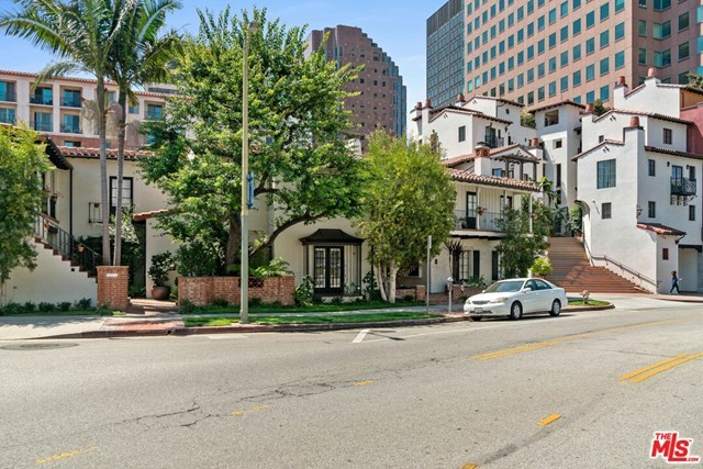 Closed   10840 Lindbrook  Drive #2 Los Angeles, CA 90024 3