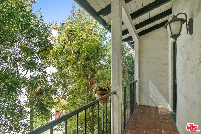 Closed   10840 Lindbrook  Drive #2 Los Angeles, CA 90024 23