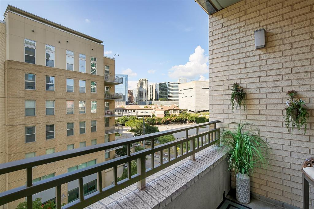 Active Contingent | 2323 N Houston  Street #503 Dallas, TX 75219 9
