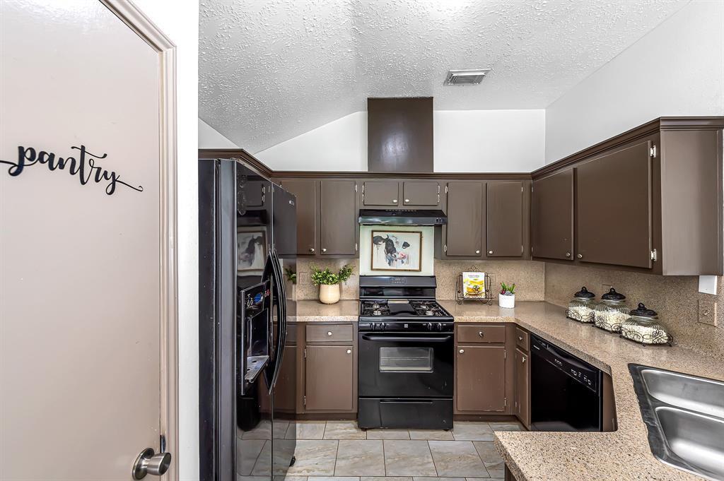 Option Pending   20614 Broughwood  Circle Katy, TX 77449 13