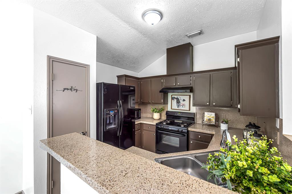 Option Pending   20614 Broughwood  Circle Katy, TX 77449 14