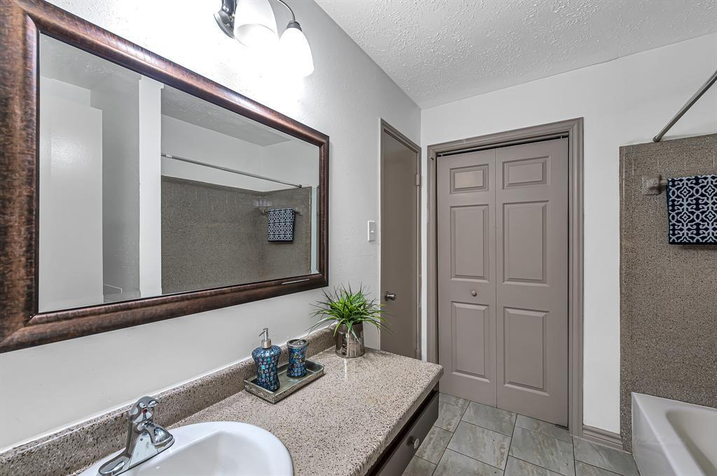 Option Pending   20614 Broughwood  Circle Katy, TX 77449 22