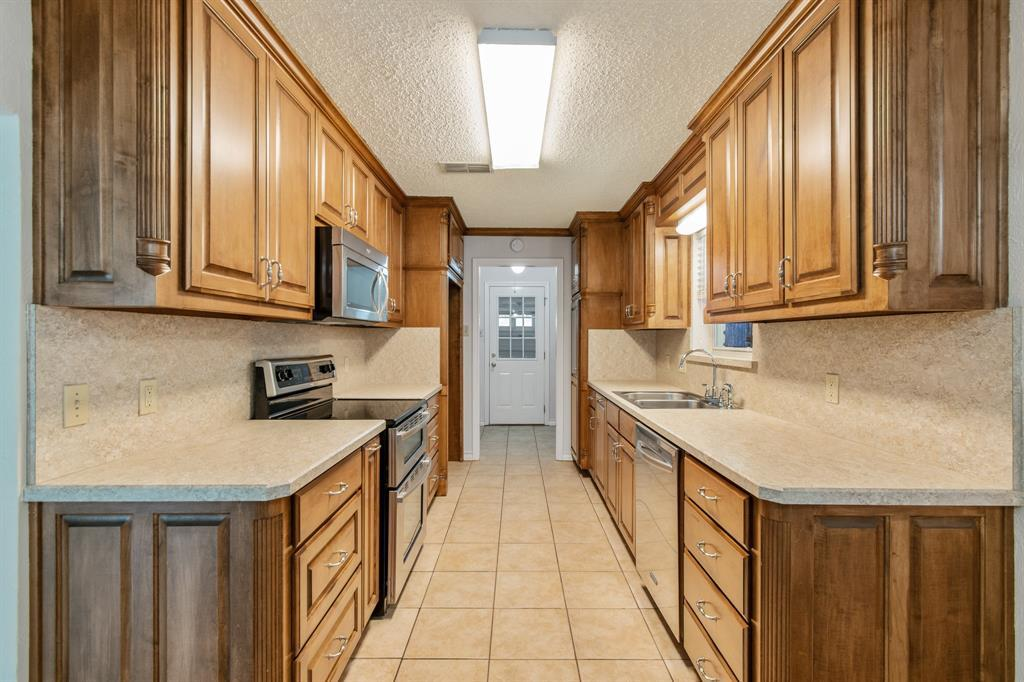 Sold Property   609 Sandlin Drive Bedford, Texas 76021 14