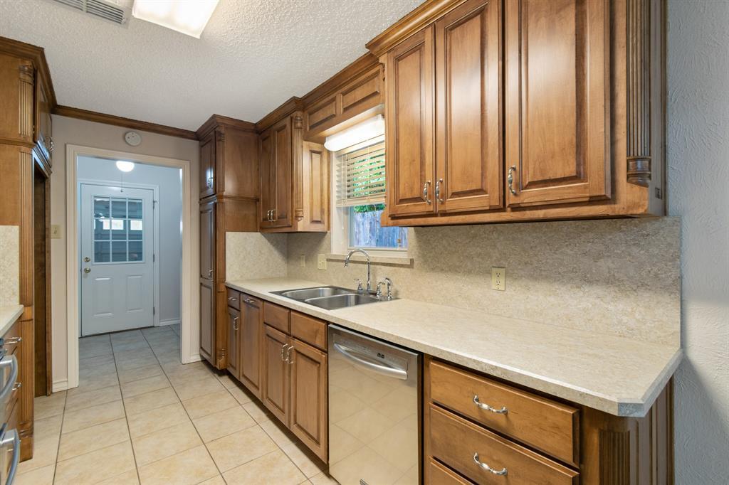 Sold Property   609 Sandlin Drive Bedford, Texas 76021 15