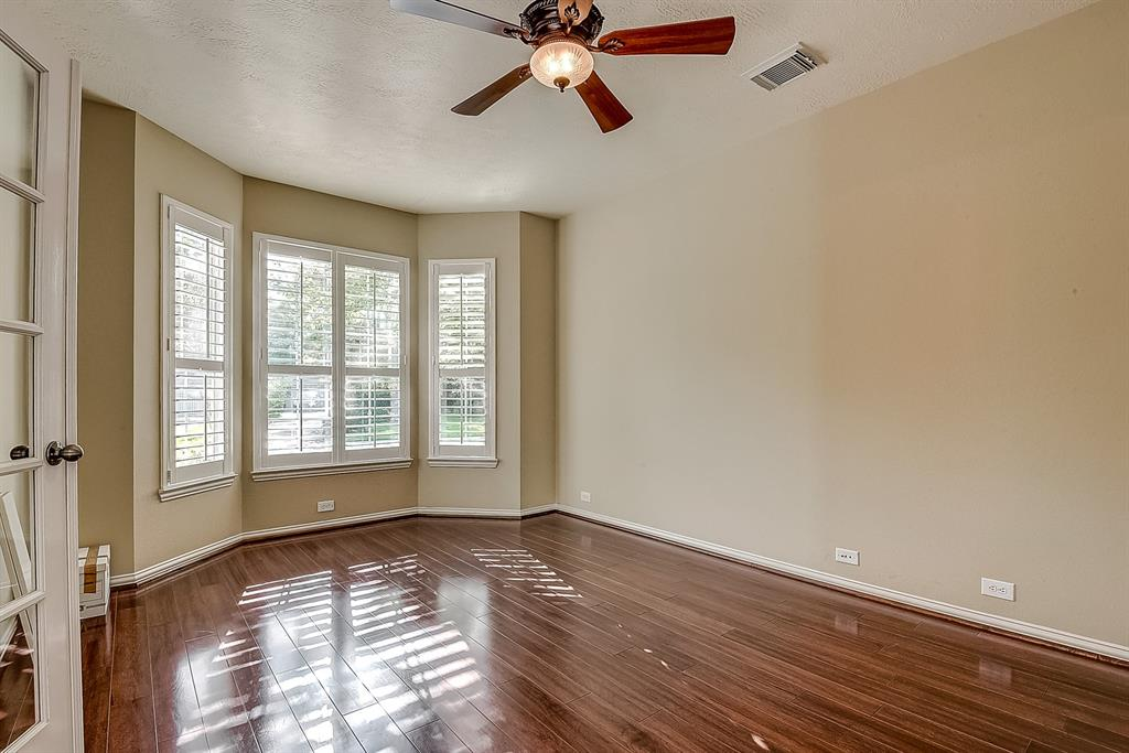 Active | 30 FILIGREE PINES  Place The Woodlands, TX 77382 4
