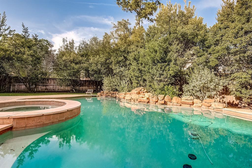 Active | 30 FILIGREE PINES  Place The Woodlands, TX 77382 9