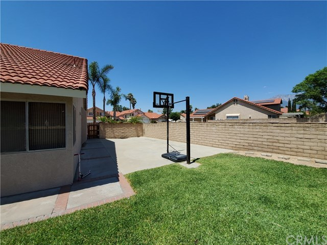 Closed | 7555 Honeysuckle  Street Fontana, CA 92336 16