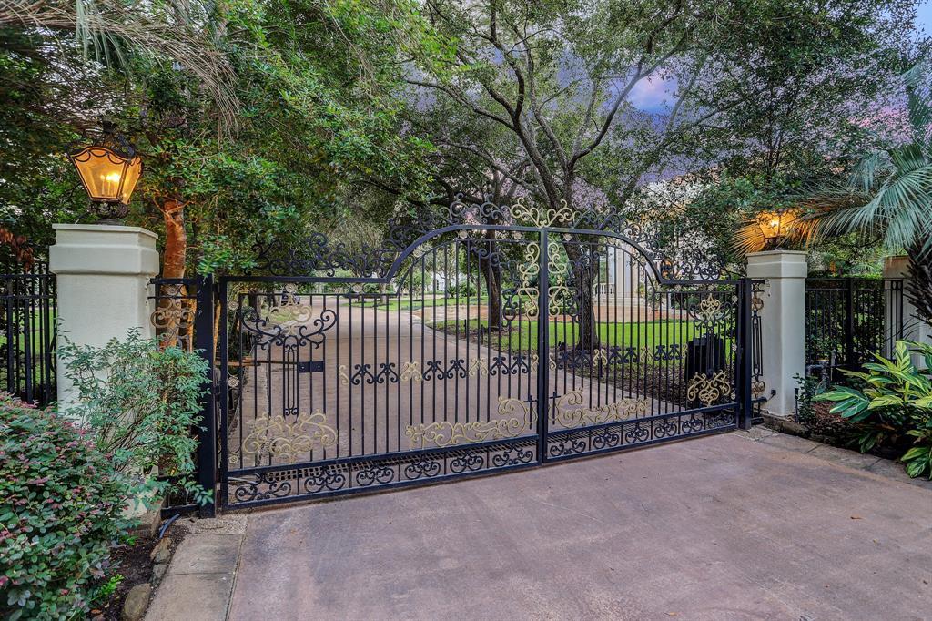 Active | 312 Carnarvon Drive Houston, Texas 77024 1