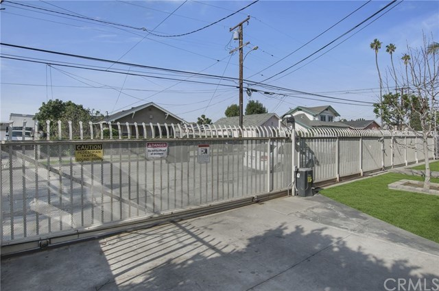 Active Under Contract | 10716 S Grevillea Avenue Inglewood, CA 90304 3