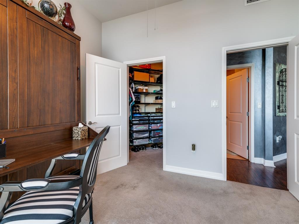 Active | 500 Throckmorton  Street #3007 Fort Worth, TX 76102 18