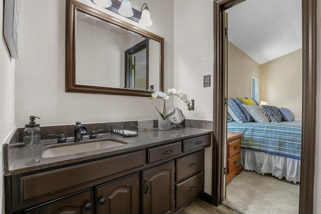 Sold Property | 1901 Wisteria Drive Grand Prairie, Texas 75050 14