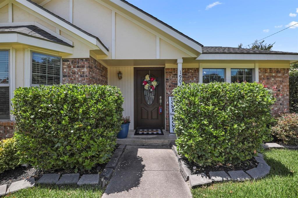 Sold Property | 1901 Wisteria Drive Grand Prairie, Texas 75050 3