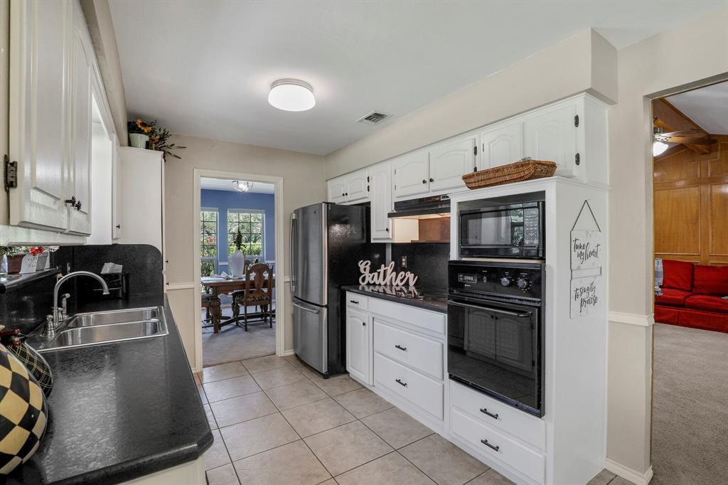 Sold Property | 1901 Wisteria Drive Grand Prairie, Texas 75050 4