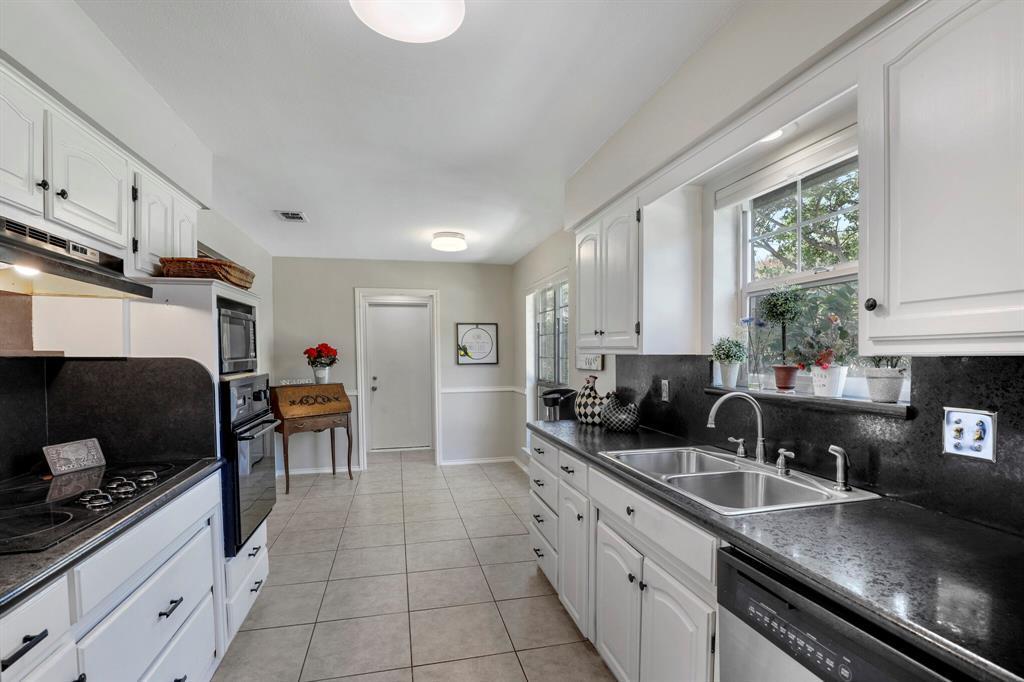 Sold Property | 1901 Wisteria Drive Grand Prairie, Texas 75050 5