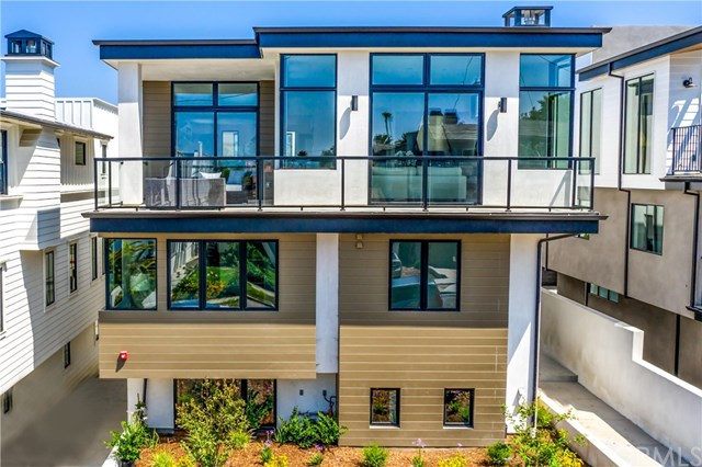 Active Under Contract | 937 15th  Street Hermosa Beach, CA 90254 5