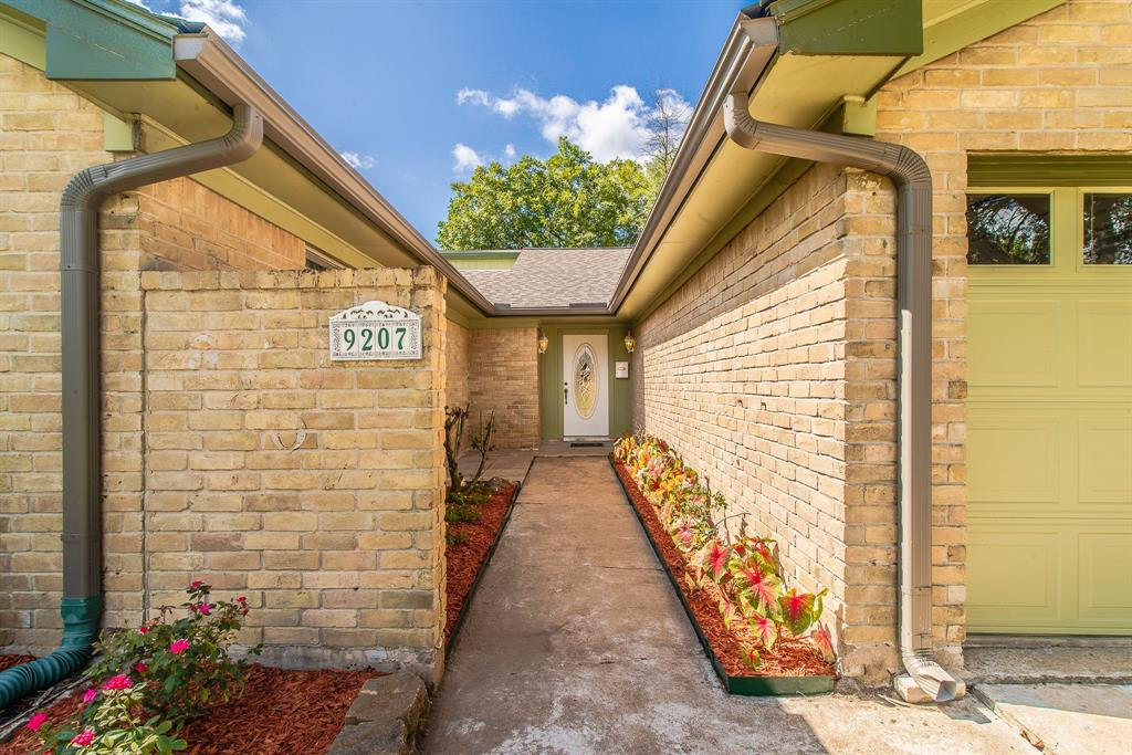 Active | 9207 Benning  Drive Houston, TX 77031 9