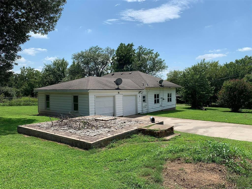 Homes for Sale in Yale, OK   401 S B Street Yale, Oklahoma 74085 2