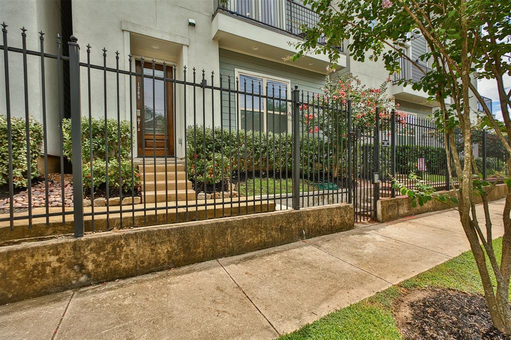 Pending | 1209 Wrightwood  Street Houston, TX 77009 13