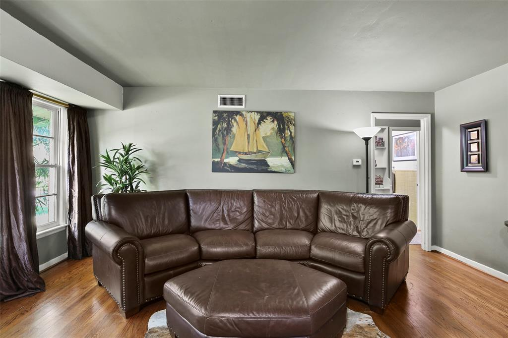 Dallas Real Estate | 2318 Glengariff Drive Dallas, Texas 75228 8