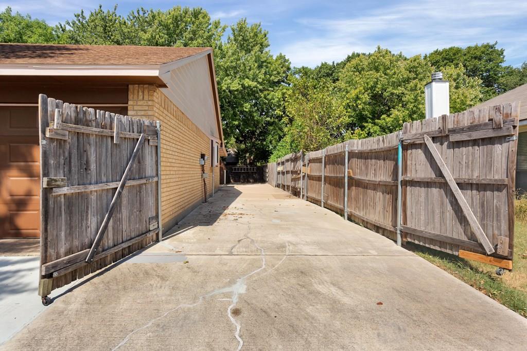 Pending | 416 Little Fox  Lane Fort Worth, TX 76108 35