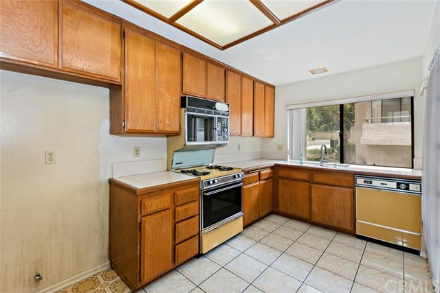 Closed | 1144 Walnut Grove #D  Avenue #D Rosemead, CA 91770 12