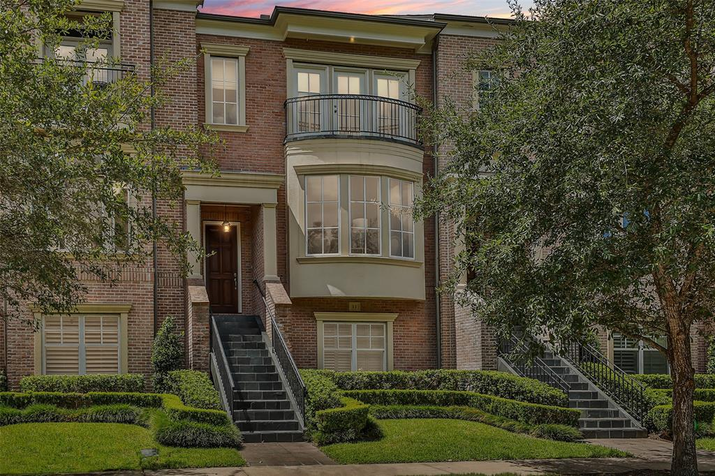 Active | 11 Colonial Row  Drive The Woodlands, TX 77380 1
