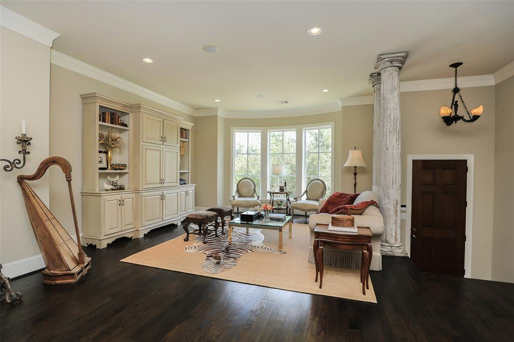 Active | 11 Colonial Row  Drive The Woodlands, TX 77380 2